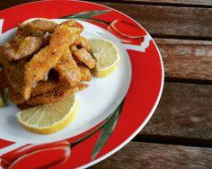 Gli straccetti di pollo al limone sono un secondo piatto semplice, sfizioso e profumato. Una ricetta facile e veloce per cucinare il petto di pollo in modo dietetico ma renderlo comunque gustoso. I…