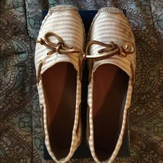 Speedy top-spider Style is Katama sand/ gold. Worn maybe 5 times. Dirty spots on right shoe but should come out. Pictured in 3rd pic. Sperry Top-Sider Shoes Espadrilles