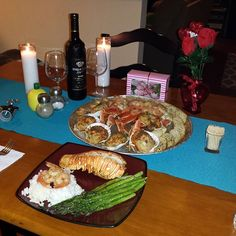 My bu made me a delicious meal...#fasho #legit #toogoodtobetrue #thuglife .... all sea creatures were hurt in the making of this photo #delicious #valentinesday #valentinesdinner #full #romantic #lobster #shrimp #stuffedscallops #asparagus