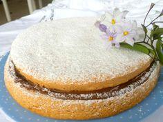 Torta ripiena di nutella con farina di nocciole - http://www.ricetteinarmonia.it/ricetta/torta-nutella-e-nocciole-senza-farina-lievito-burro-olio-e-latte/