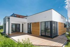 Fertighaus - Haas Fertigbau Holzbauwerk GmbH & Co. KG - Terra 110 Bungalow, Shed, Outdoor Structures, Outdoor Decor, Home Decor, Roof Styles, Room Layouts, Flat Roof, Private Garden