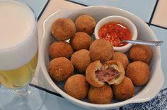 Deliciosos bolinhos de carne seca e mandioca <3