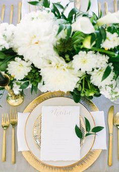 We love how this designer mixed sleek and refined details utilizing gold rental pieces from Marquee Event Group for a modern affair. Photo: Emilie Ann Photography | Design & Styling: Vivid Events | Floral: Lovely Leaves Floral Design #austinwedding #bridesofaustin #placesetting