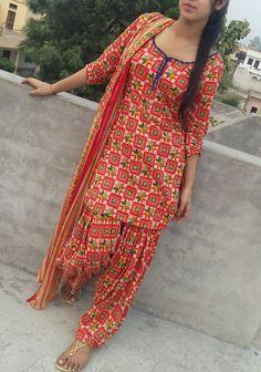 Patiala Dress, Patiala Salwar Suits, Salwar Suits Party Wear, Indian Salwar Kameez, Punjabi Suits, Punjabi Girls, Churidar, Salwar Suit Neck Designs, Salwar Designs