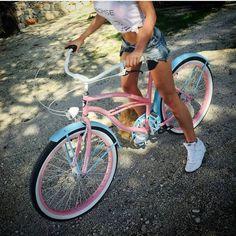 Hola chicas  Nosotros aquí trabajando y quién de vosotros tiene ya libre y disfruta la semana santa? Bicicleta Migella con negras ruedas. ° ° ° ° ° #semanasanta #vacaciones #sun #spring #españa #hola #ciclismo #cliclista #longlegs #fitgirl #health #plumbike repost @dackoaleksandra #bici #mybike #beachcruiser #bicicletaurbana #shopoholic #fashion #ootd #outfit #picoftheday #instabike #bicycle #sunnyday #happy #pedalear