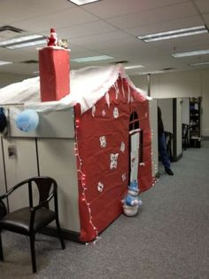 now that's the way to decorate your cubicle for the holidays! Office Christmas, Christmas Holidays, Merry Christmas, Christmas Ideas, Happy Holidays, Holiday Ideas, Office Cube, Cool Office, Office Ideas
