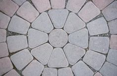 Google Image Result for http://img.ehowcdn.com/article-new/ehow/images/a07/r5/rk/cut-paver-curves-800x800.jpg