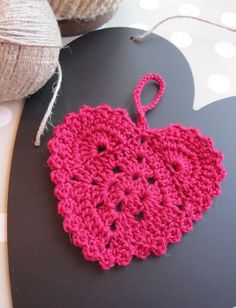 Crocheted Heart - Free pattern. Need to translate.