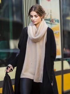 runwayandbeauty:Taylor Marie Hill outside Dolce & Gabbana Fall 2015 | Milano. Source:jaiperdumaveste