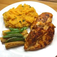 Peri peri chicken with sweet potato mash. Whole Food Recipes, Healthy Recipes, Lean Recipes, Healthy Dinners, Quick Recipes, Joe Wicks Recipes, Clean Eating, Healthy Eating, Healthy Food
