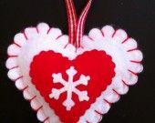 Décoration en feutrine blanche son coeur rouge et son flocon blanc : Accessoires de maison par kmille