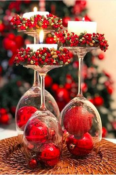 40 Affordable Christmas Decorations Ideas to Prepare For Christmas Celebration Rose Gold Christmas Decorations, Christmas Table Centerpieces, Christmas Table Settings, Xmas Decorations, Christmas Candles, Christmas Balls, Red Christmas, Simple Christmas, Christmas Crafts