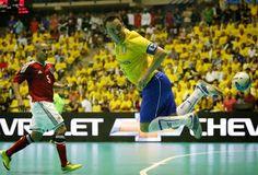 Blog Esportivo do Suíço: Com show de dribles de Falcão, Brasil bate Colômbia
