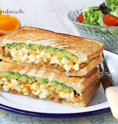朝食の定番納豆卵&アボカドのホットサンド!