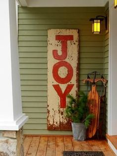 DIY: How To Make A Vintage Sign - using salvaged wood & paint.