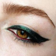 How to make eyeliner for every eye shape: tips and tricks for Sure-Fire - Met . - How to make eyeliner for every eye shape: tips and tricks for Sure-Fire – metallic, green winged - Eyeliner Make-up, How To Do Eyeliner, Black Eyeliner, Coloured Eyeliner, Makeup Inspo, Makeup Inspiration, Makeup Tips, Beauty Makeup, Makeup Trends