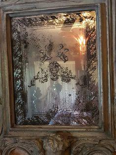 Iod stamps and mirror effects spray Mirror Painting, Mirror Art, Diy Mirror, Stencil Painting, Window Mirror, Diy Wall Art, Diy Wall Decor, Mirror Effect Spray Paint, Mirror Crafts