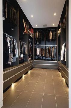 Walk In Closet Ideas - Seeking some fresh ideas to remodel your closet? See our gallery of leading luxury walk in closet layout ideas as well as photos. Walk In Closet Design, Bedroom Closet Design, Wardrobe Design, Closet Designs, Diy Bedroom, Walk In Robe, Walk In Wardrobe, Commode Design, Walking Closet