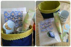 Petit coffret cadeaux pour atsem  Sachet avec papier bulle Tasse customisée Sachet dragées chocolat Aimants fait avec pâte fimo Marque page du blog jasmine and co