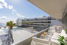 SAINT BARTH | Imagina salir a la terraza de este apartamento y tener a tus pies los jardines del edificio Ibiza Royal Beach y frente a ti la inmensidad del mar Mediterráneo.  #ibiza #ibizaluxury #luxury #apartments