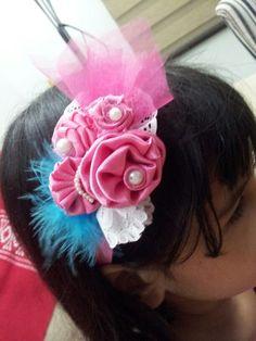 Lindas rosas con bandas elástica para niñas