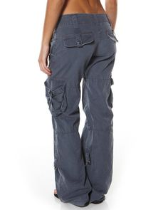 Multi Pockets Loose Solid Color Pants is necessary for cold weather, NewChic will show cheap trendy women Pants & Capris for you. Hot Outfits, Pretty Outfits, Casual Outfits, Fashion Outfits, Cargo Pants Women, Pants For Women, Clothes For Women, Pantalon Cargo, 2000s Fashion