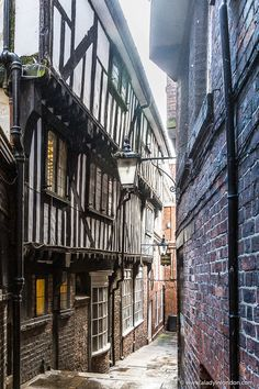 51 Places to Visit in the UK – You Have to See These A pretty alley in York, England. This city is full of historic [. Yorkshire England, Yorkshire Dales, Cornwall England, North Yorkshire, Beautiful Streets, Beautiful Places, Cool Places To Visit, Places To Travel, Estilo Tudor