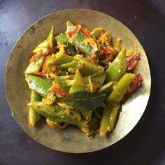 Runner bean thoran Side Recipes, Bean Recipes, Indian Food Recipes, Dinner Recipes, Savoury Recipes, Best Vegetarian Dishes, Vegetarian Cooking, Indian Beans Recipe, Beans Curry