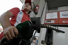 Pertamina Usul Penurunan Harga Premium Rp 200-400 per Liter - Katadata News