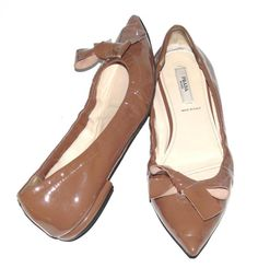 PRADA~TAUPE NUDE~PATENT LEATHER *BOW* POINTED TOES~BALLET FASHION FLAT SHOES~37 #PRADA #BalletFlatsPatentLeatherFashionShoesBow #SpecialOccasionFormalCocktailPartiesOffice