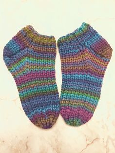 These are really easy warm slipper socks. Using inexpensive bulky yarn, they work up quickly. If you live in a house with cold hardwood floors, like I do, then you need something # Bulky Easy Crochet Socks, Knitted Socks Free Pattern, Crochet Shoes, Easy Knitting, Knitting Socks, Knitting Patterns, Knitting Tutorials, Knit Socks, Stitch Patterns