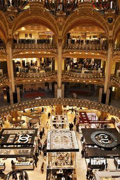 Galeries Lafayette in Paris, France Paris Pictures, Beautiful Sites, Secret Places, Famous Places, Corsica, Paris France, Places To See, The Good Place, Lafayette Paris