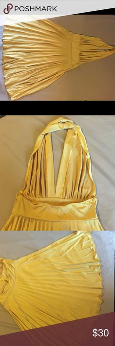 Formal yellow halter dress. Wear this golden yellow accordion halter dress at your next event and brighten up the room with style! Sexy low front. Halter back. Accordion flare skirt. Worn once. Dresses Backless