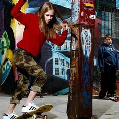 Avril Lavigne, the ORIGINAL skater girl.  #avrillavigne #femaleskater #womenskateboarding