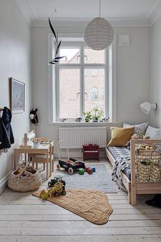 Simple and modern kids room decor inspiration Boys Bedroom Decor, Girls Bedroom, Childrens Bedroom, Light Bedroom, Bedroom Rustic, Bedroom Modern, Girl Room, Rooms Decoration, Minimalist Kids