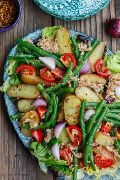 flavor-packed Spanish Potato Salad recipe with tuna, green beans and tom. Bright, flavor-packed Spanish Potato Salad recipe with tuna, green beans and tom. Mediterranean Diet Recipes, Mediterranean Dishes, Mediterranean Tuna Salad, Vegetarian Recipes, Cooking Recipes, Healthy Recipes, Tasty Salad Recipes, Potato Salad Recipes, Simple Salad Recipes