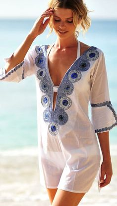 White embroidered kaftan at Coco Bay. … White embroidered kaftan at Coco Bay. Trend Fashion, Boho Fashion, Fashion Outfits, Womens Fashion, Ladies Fashion, Fashion 2016, Beach Fashion, White Fashion, Fashion Photo