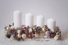 Vintage Dream fényképe. Christmas Advent Wreath, Christmas Candle Decorations, Christmas Favors, Christmas Arrangements, Christmas Tablescapes, Christmas Candles, Rustic Christmas, Christmas Holidays, Christmas Crafts