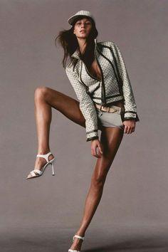Gisele Bundchen - photographed by Tom Munro for Vogue US, March 2000 Foto Fashion, Vogue Fashion, Sport Fashion, Fitness Fashion, Fashion 2018, High Fashion Poses, Fashion Model Poses, Fashion Models, High Fashion Shoots