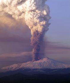 Vino ed escursioni: tutto quello che si può fare sull'Etna -