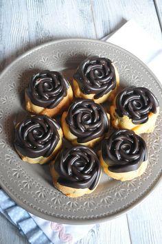Görüntü sizi aldatmasın.. aslında çok kolay bir kurabiye bu. lezzeti de oldukça iyi. Şeklini silikon kek/kurabiye kalıbı ile verebiliyors...