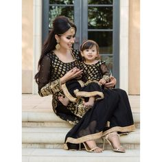 Matching outfits Matching dresses for mother and daughter, Party dresses for mot… - Herzlich willkommen Mom Daughter Matching Outfits, Mommy Daughter Dresses, Mom And Baby Dresses, Mother Daughter Fashion, Baby Girl Dress Patterns, Mom Dress, Dresses Kids Girl, Girl Outfits, Pakistani Kids Dresses