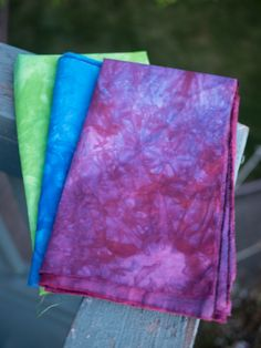 Tutorial: dyeing fabric in Tupperware