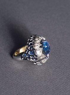 Ilgiz F. Burdock ring in 18-carat gold with tanzanite, sapphire and enamel.