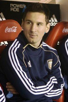 Messi no banco contra a Colmbia : Ol pessoal,  Hoje a Argentina jogou contra a Colmbia pelas eliminatrias da Copa do mundo de 2014, e empatou em 0 x 0, Messi entrou s aos 13 minutos do segundo tempo. Na prxima tera-feira a Argentina enfrenta o Equador.  Bjs | yolepink