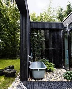 Like Us? Share Us!002530 Outdoor showers have a way of leaving an impression, no matter how tiny. In fact, building an outdoor shower space in a small area looks even more creative and private. You can make them huge and luxurious, and even small and sweet. All you need are a shower head and a …