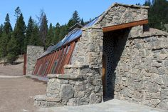 Big Sky Solar Powered Stone Earthship is Off Grid Living Perfection in Montana Earthship Design, Earthship Biotecture, Earthship Home, Earthship Plans, Natural Building, Green Building, Building A House, Luz Solar, Off Grid House
