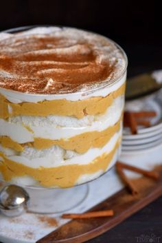 This Pumpkin Cheesecake Trifle is perfect for entertaining! Layers of pumpkin cheesecake, whipped cream and angel food cake! Gorgeous and delicious! Pumpkin Trifle, Pumpkin Deserts, Pumpkin Pudding, Cheesecake Trifle, Pumpkin Cheesecake Recipes, Pumpkin Recipes, Punkin Cheesecake, Trifle Pudding, Angel Cake