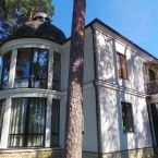 For sale 1 600 000 euro  Property for sale in Jurmala-Bulduri. Exclusive and outstanding property in Jurmala Bulduri. The house has a practical and carefully crafted layout. A spacious kitchen, living area with fireplace, 2 bathrooms, a gym, a swimming pool with counter current system, sauna...