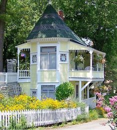 Victorian Homes - Eureka Sprigs, AR // Twin Stripe - Small Tiny Houses Small Cottages, Cabins And Cottages, Little Cottages, Tiny House Cabin, Tiny House Design, Victorian Cottage, Victorian Homes, Cute Cottage, Cottage Style